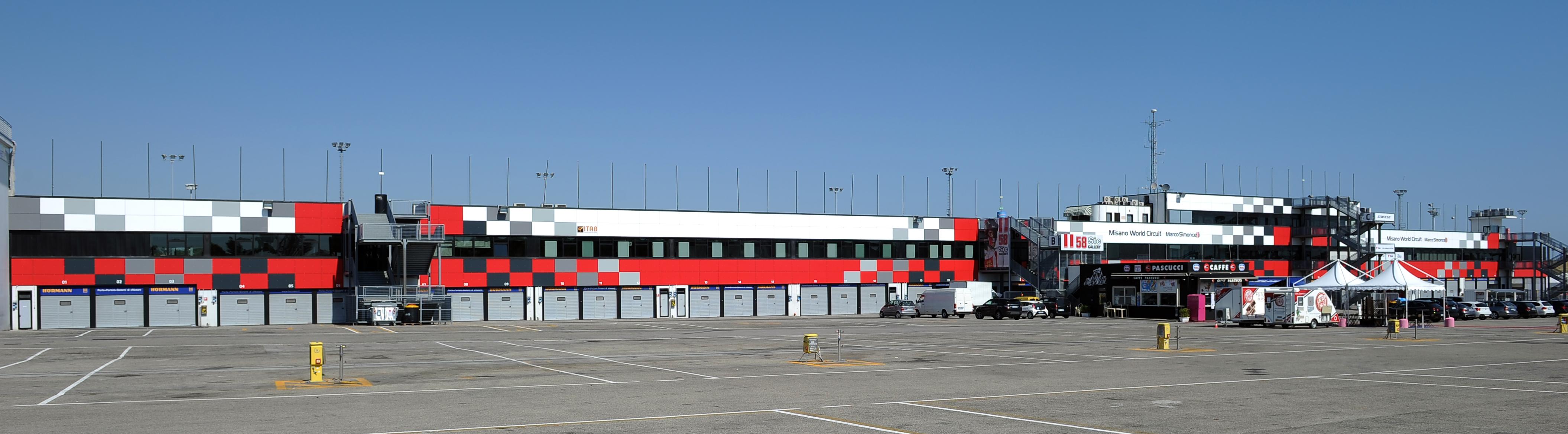 Foto-da-Piazzale-Paddock-facciata-completa-da-M-alta